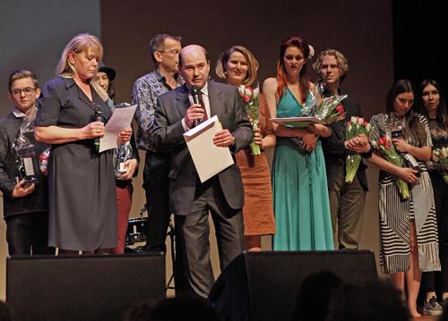 Monsieur Marc Clairbois (D&eacute;l&eacute;gu&eacute; Wallonie-Bruxelles)<br />kondigt Thomas Anders (helemaal links op de foto) aan als winnaar van de Prix Wallonie-Bruxelles.